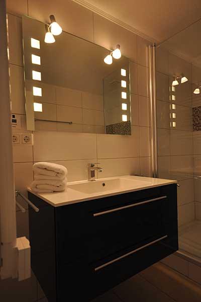 ausstattung bilder ferienwohnungen im ostseebad binz auf r gen. Black Bedroom Furniture Sets. Home Design Ideas